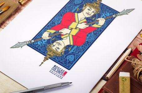 Ilustración Khing para la Serie Gay Slang, una naipe de fondo azul con un rey portando una lanza, sobre una mesa de trabajo