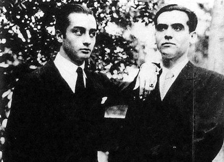 Federico García Lorca and his Ode to Walt Whitman. Lorca and Emilio Aladrén. Posed. Black and white photography.