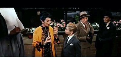 Frame of the film Auntie Mame in which you can see two cross-dressing women, two Kesser Vater. from this film arises the slang Aunt Mame.
