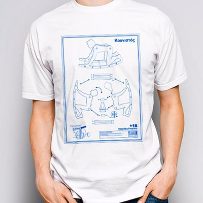 Close-up photograph of a white T-shirt worn by a boy with the Kunistós drawing, the assembly instructions for a rockeing chair, in white and blue colors.