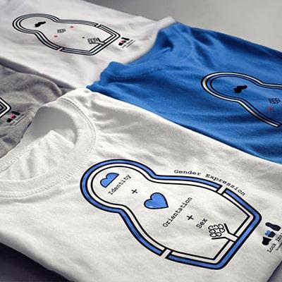 Fotografía de varias camisetas con ilustraciones de la serie Look Inside de la serie reivindica.